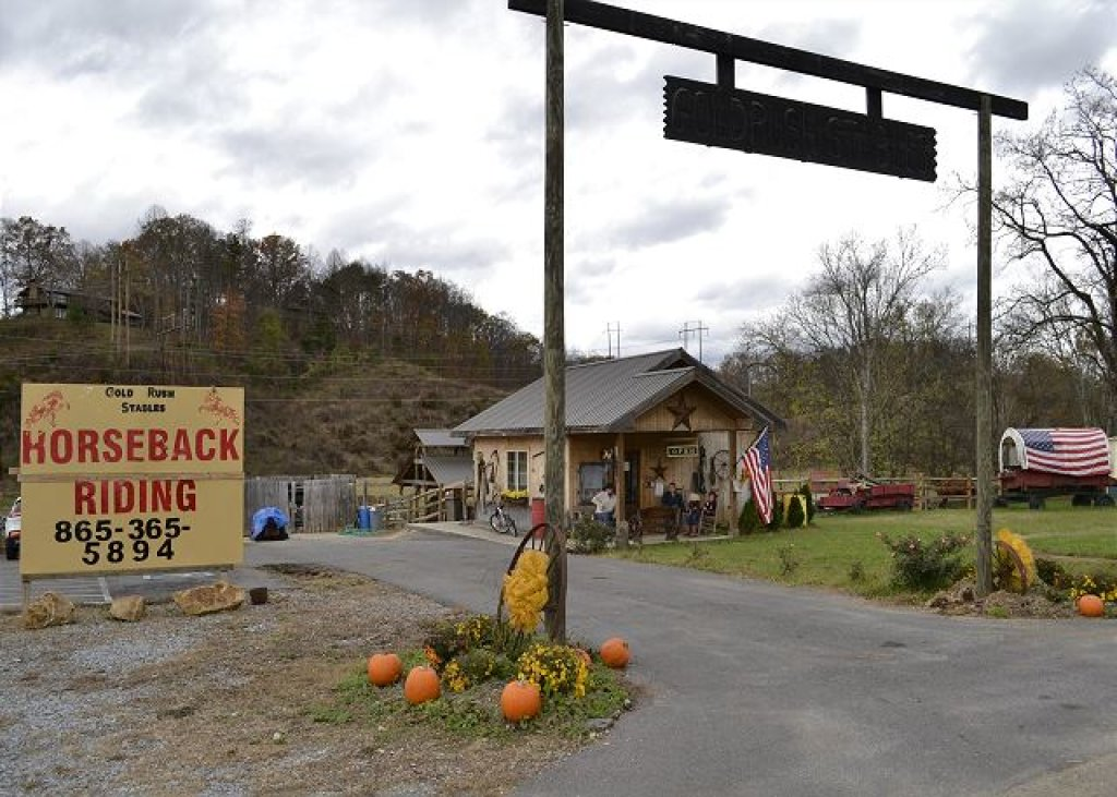 Photo of a Pigeon Forge Cabin named Smoky View With A Twist - This is the twenty-ninth photo in the set.