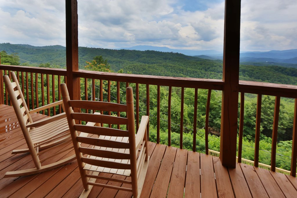 Photo of a Pigeon Forge Cabin named Smoky View With A Twist - This is the fourth photo in the set.