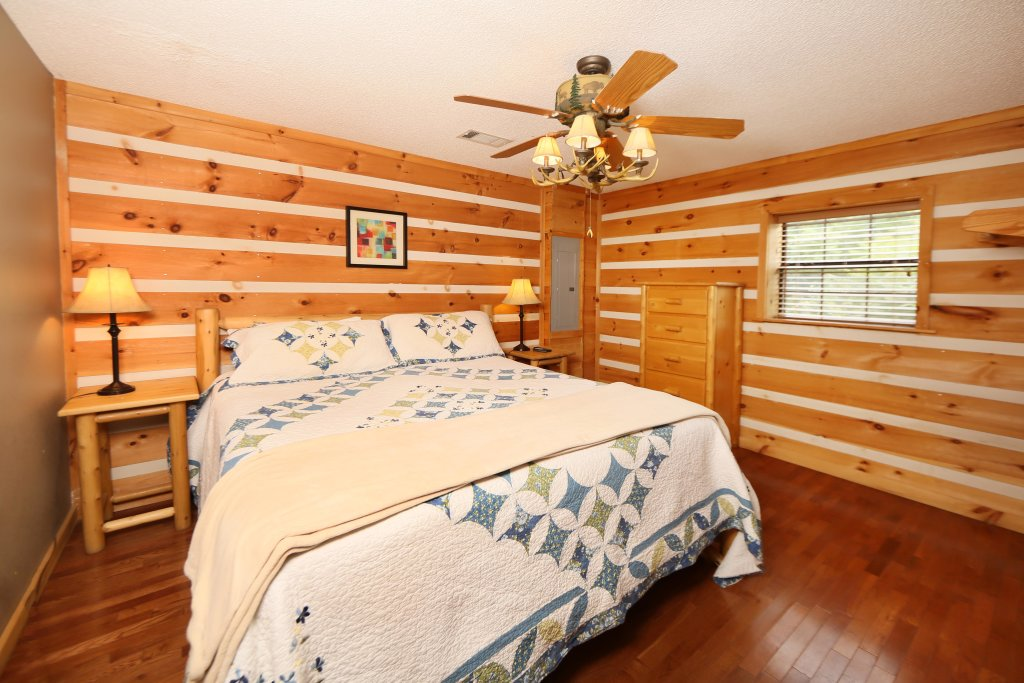 Photo of a Pigeon Forge Cabin named Smoky View With A Twist - This is the thirteenth photo in the set.