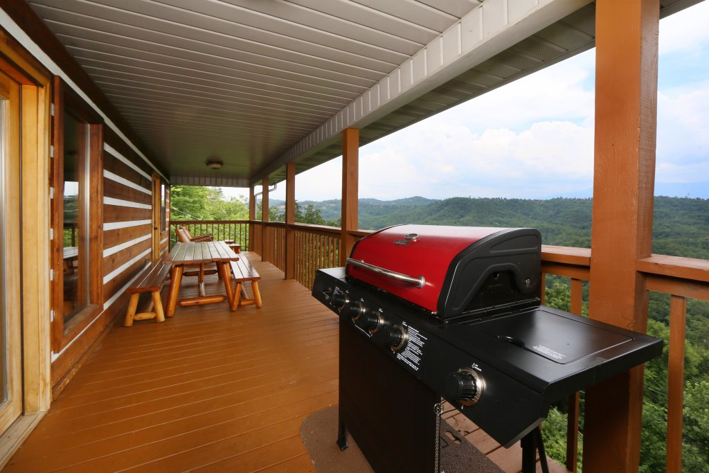 Photo of a Pigeon Forge Cabin named Smoky View With A Twist - This is the second photo in the set.