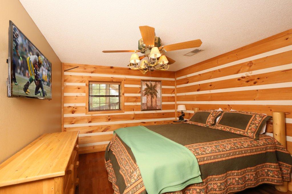 Photo of a Pigeon Forge Cabin named Smoky View With A Twist - This is the sixteenth photo in the set.