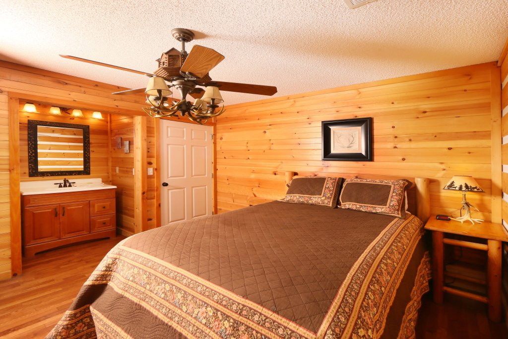 Photo of a Pigeon Forge Cabin named Smoky View With A Twist - This is the eighth photo in the set.