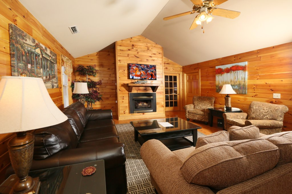 Photo of a Pigeon Forge Cabin named Cedar Falls (#8) - This is the eighth photo in the set.