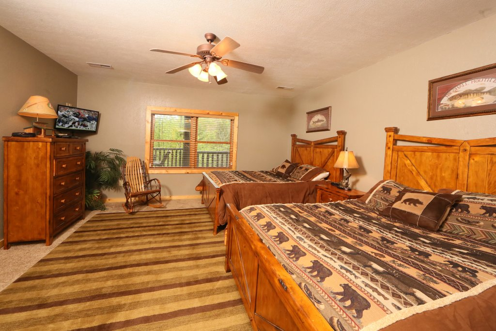 Photo of a Pigeon Forge Cabin named Black Bear Hideaway - This is the twenty-ninth photo in the set.