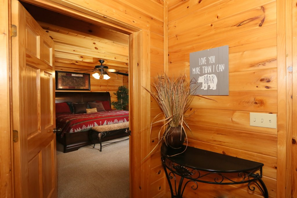 Photo of a Pigeon Forge Cabin named Moonlight And Memories - This is the twelfth photo in the set.