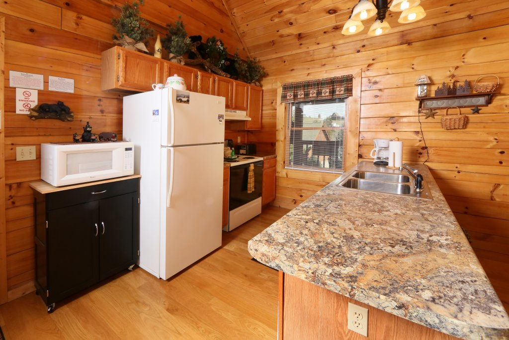Photo of a Pigeon Forge Cabin named Bear Heaven - This is the eighteenth photo in the set.