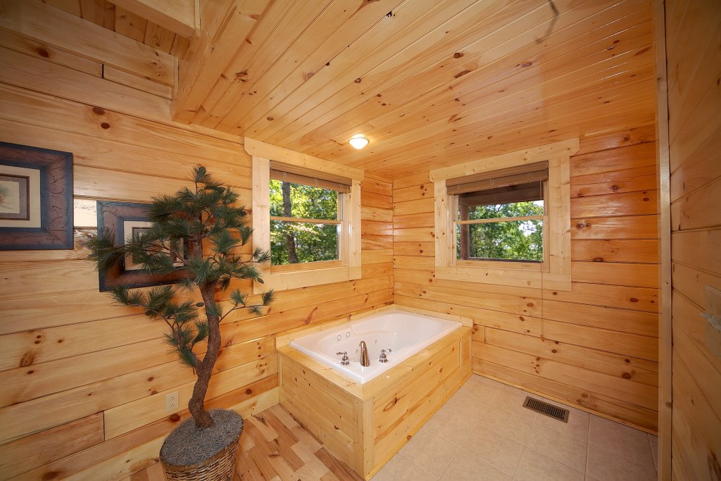 Photo of a Gatlinburg Cabin named A Touch Of Class - This is the thirty-third photo in the set.