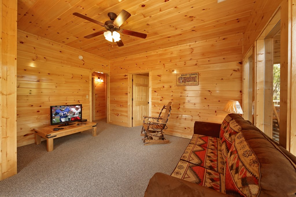 Photo of a Gatlinburg Cabin named Cherokee Charm - This is the fourteenth photo in the set.