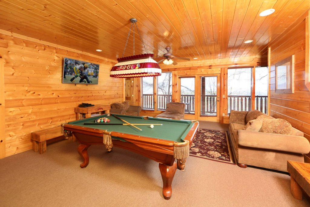 Photo of a Pigeon Forge Cabin named Rising Eagle Lodge - This is the fifteenth photo in the set.