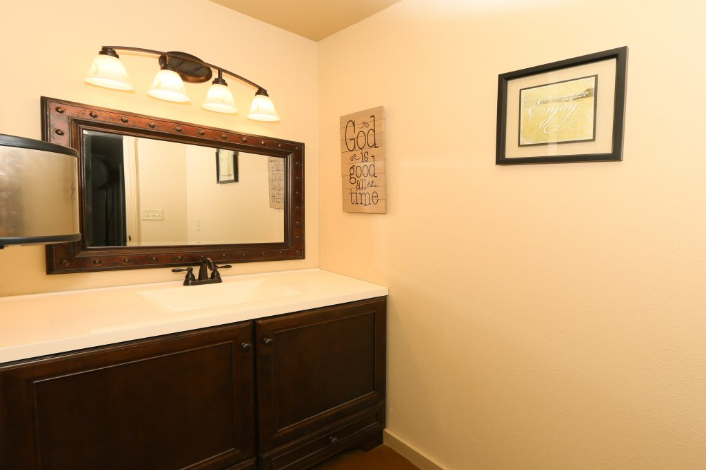 Photo of a Pigeon Forge Condo named Poplar Point Condo Unit 12b - This is the twenty-fifth photo in the set.