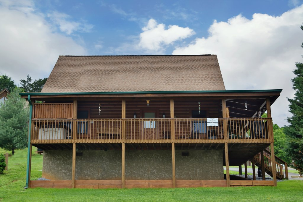 Photo of a Pigeon Forge Cabin named Bear Heaven - This is the second photo in the set.