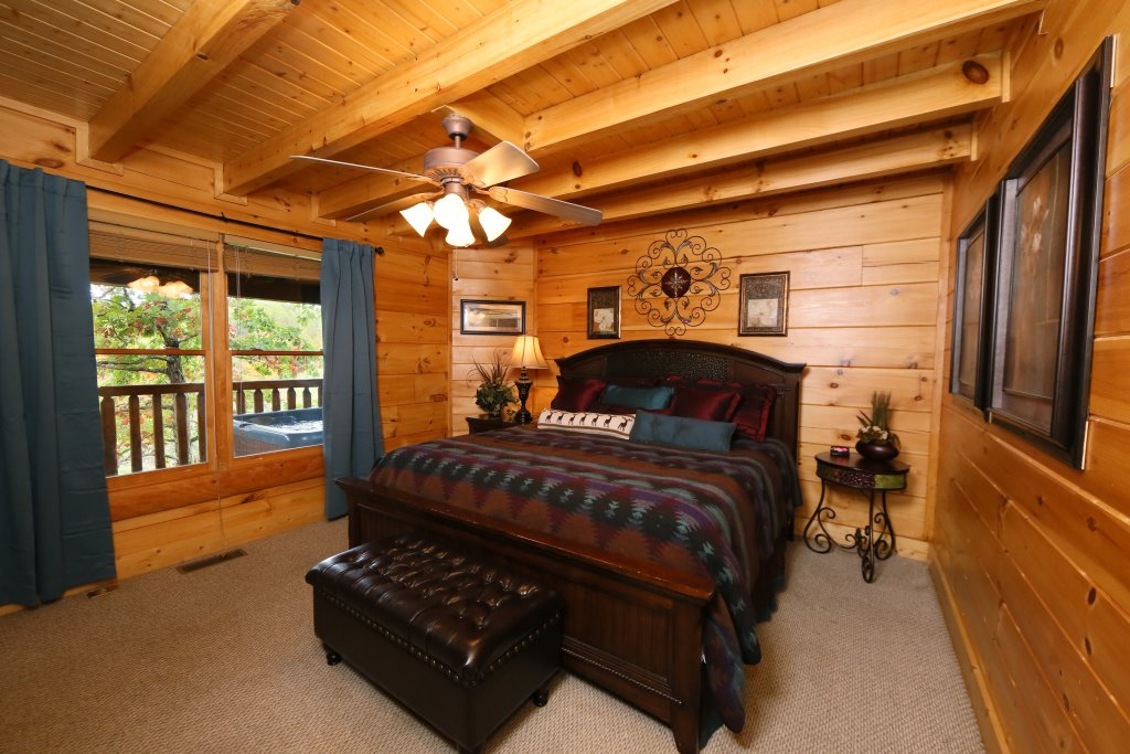 Photo of a Pigeon Forge Cabin named Moonlight And Memories - This is the eighteenth photo in the set.