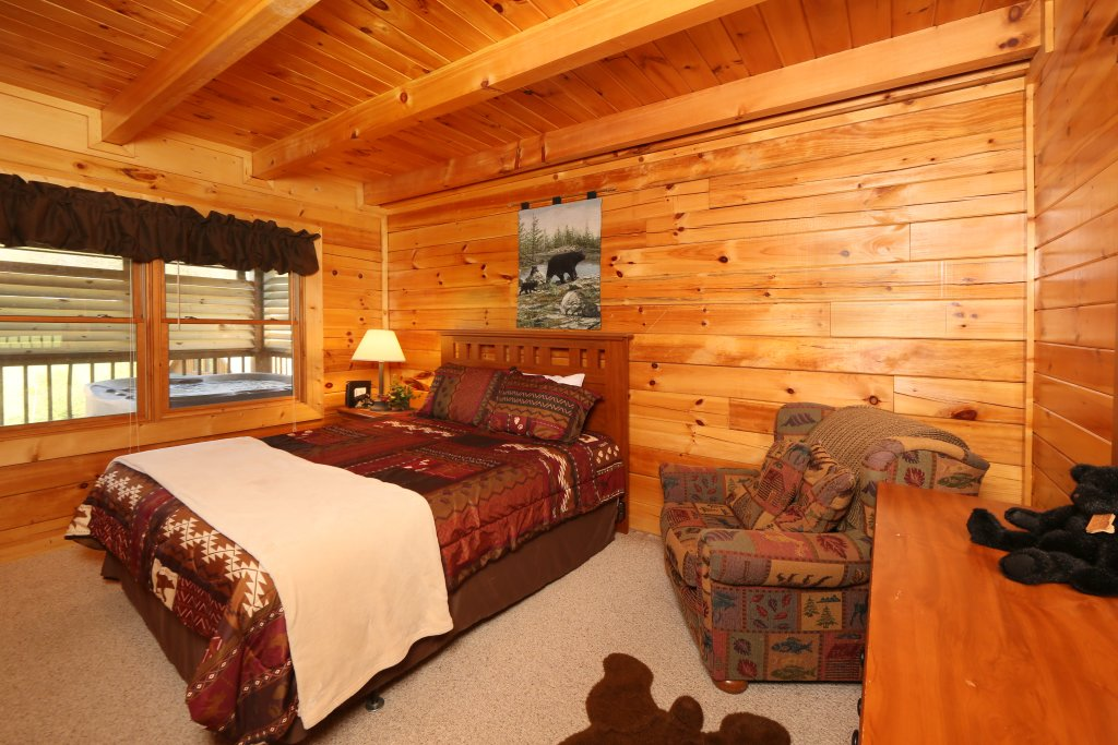 Photo of a Pigeon Forge Cabin named Bear Heaven - This is the sixteenth photo in the set.