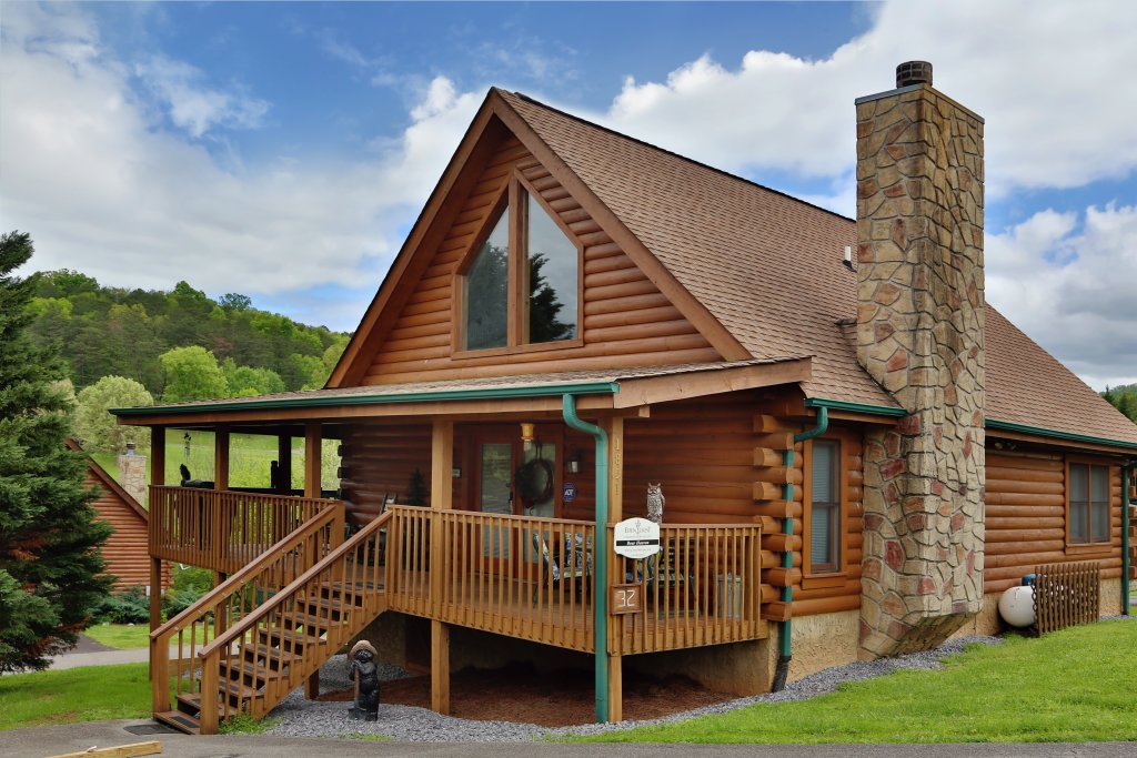 Photo of a Pigeon Forge Cabin named Bear Heaven - This is the third photo in the set.