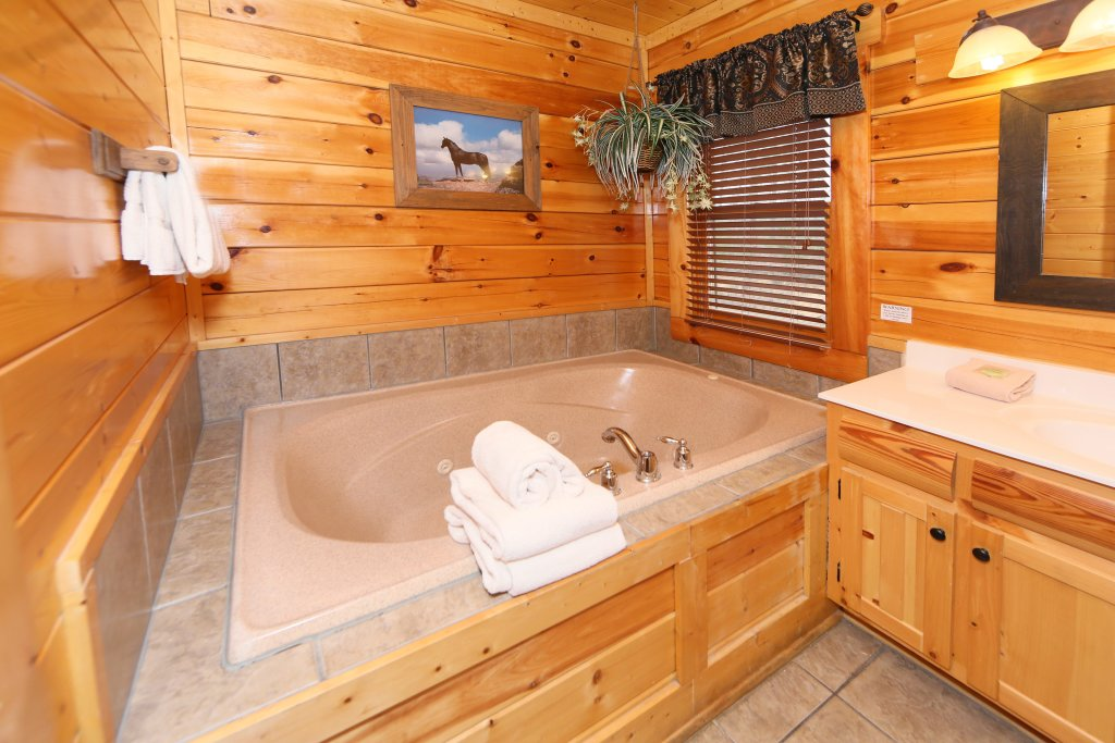 Photo of a Pigeon Forge Cabin named Rising Eagle Lodge - This is the thirty-fourth photo in the set.