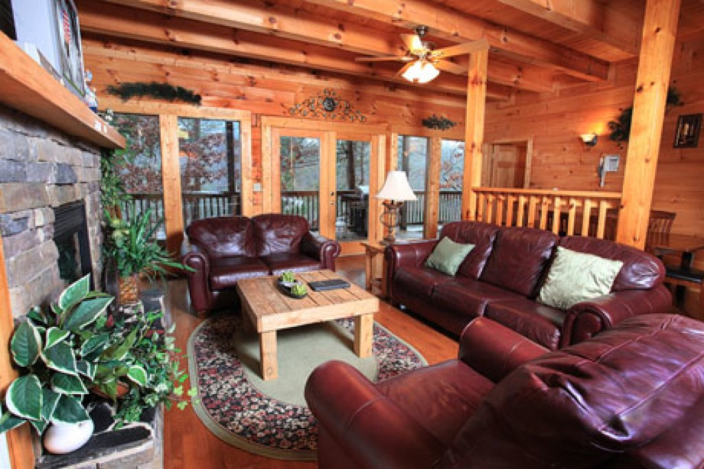 Photo of a Pigeon Forge Cabin named Big Pine Lodge - This is the fourth photo in the set.