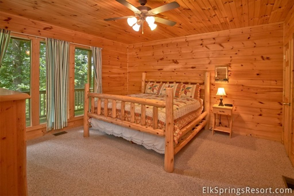 Photo of a Gatlinburg Cabin named Romance Inn - This is the thirty-ninth photo in the set.