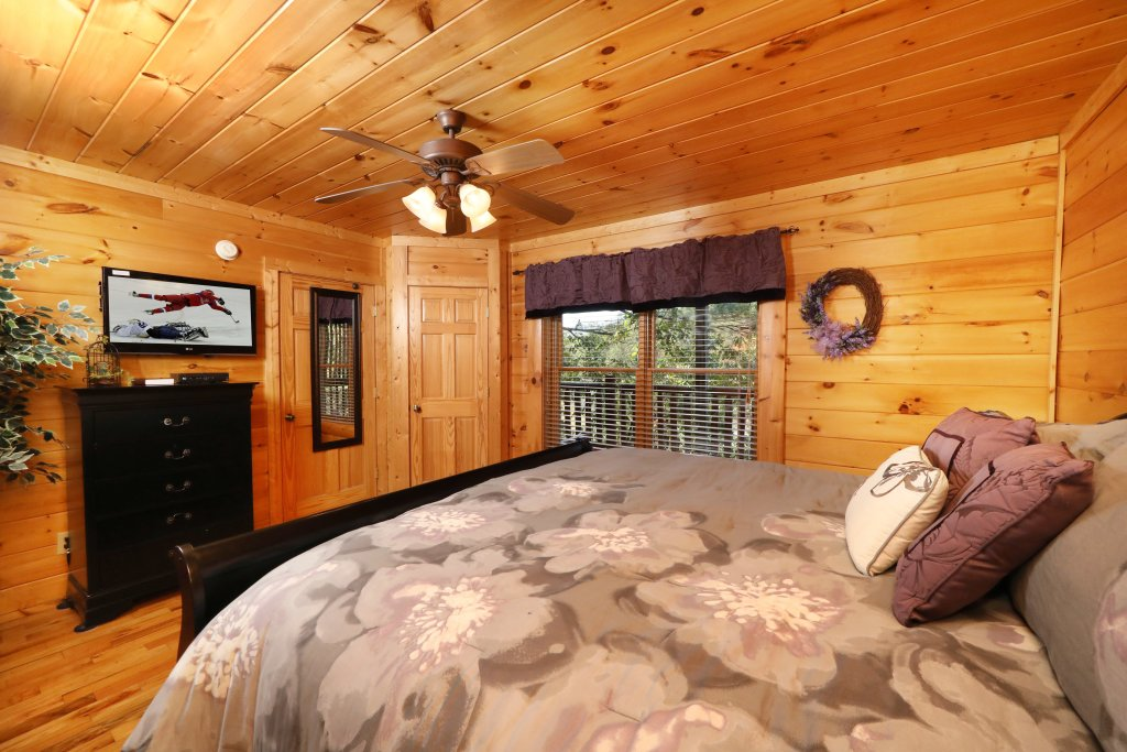 Photo of a Pigeon Forge Cabin named Blessed Nest - This is the thirty-seventh photo in the set.