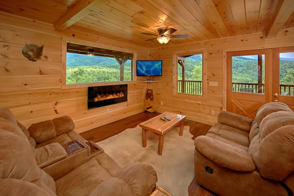 Photo of a Gatlinburg Cabin named Take My Breath Away - This is the thirty-third photo in the set.