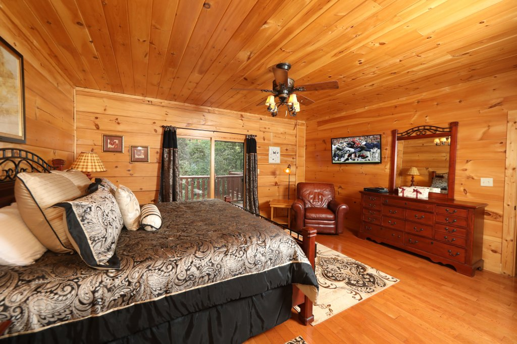 Photo of a Pigeon Forge Cabin named Majestic Manor - This is the twenty-fourth photo in the set.