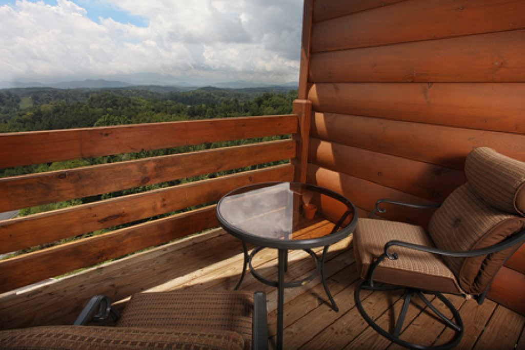 Photo of a Sevierville Cabin named Serenity Mountain Pool Lodge - This is the eighth photo in the set.