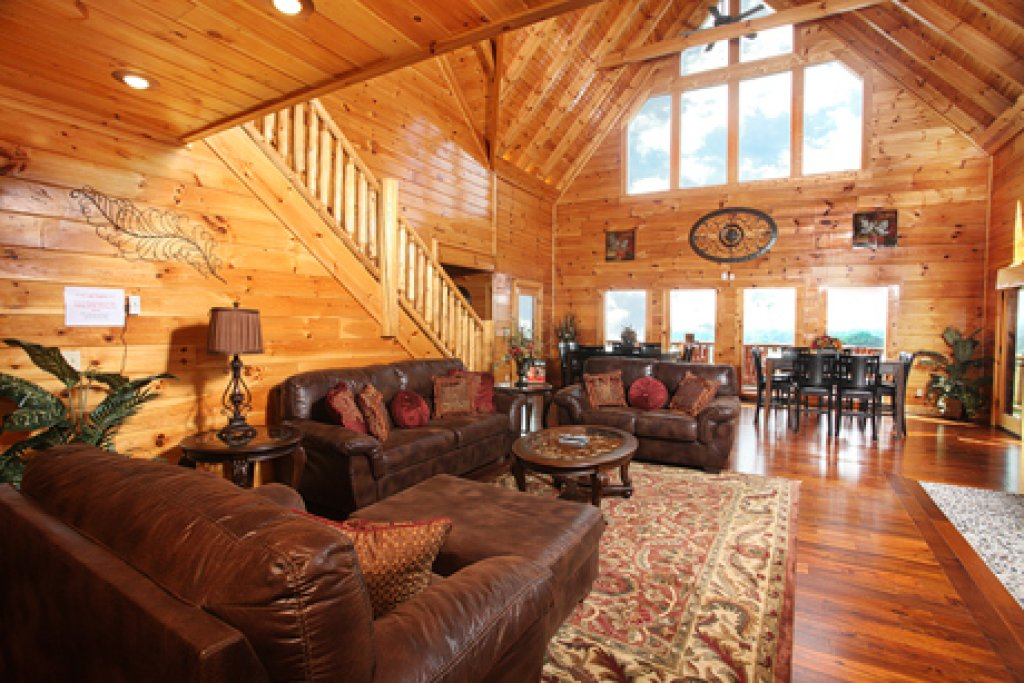 Photo of a Sevierville Cabin named Serenity Mountain Pool Lodge - This is the thirty-fourth photo in the set.