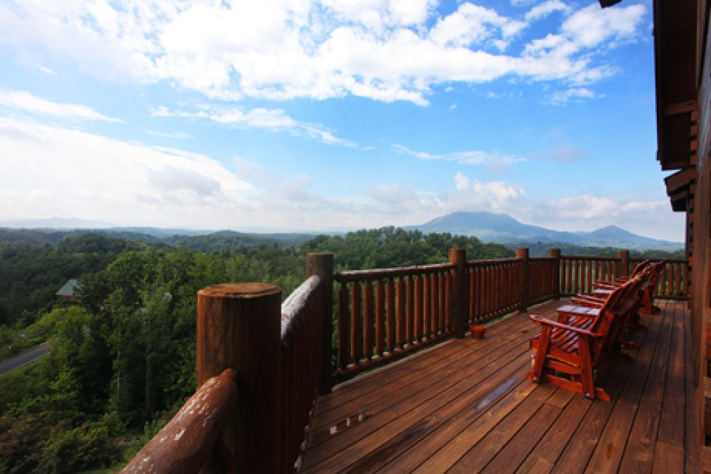 Photo of a Sevierville Cabin named Serenity Mountain Pool Lodge - This is the fifth photo in the set.