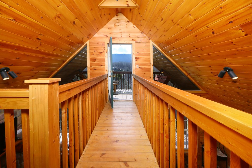 Photo of a Sevierville Cabin named Fireside Memories - This is the fourteenth photo in the set.