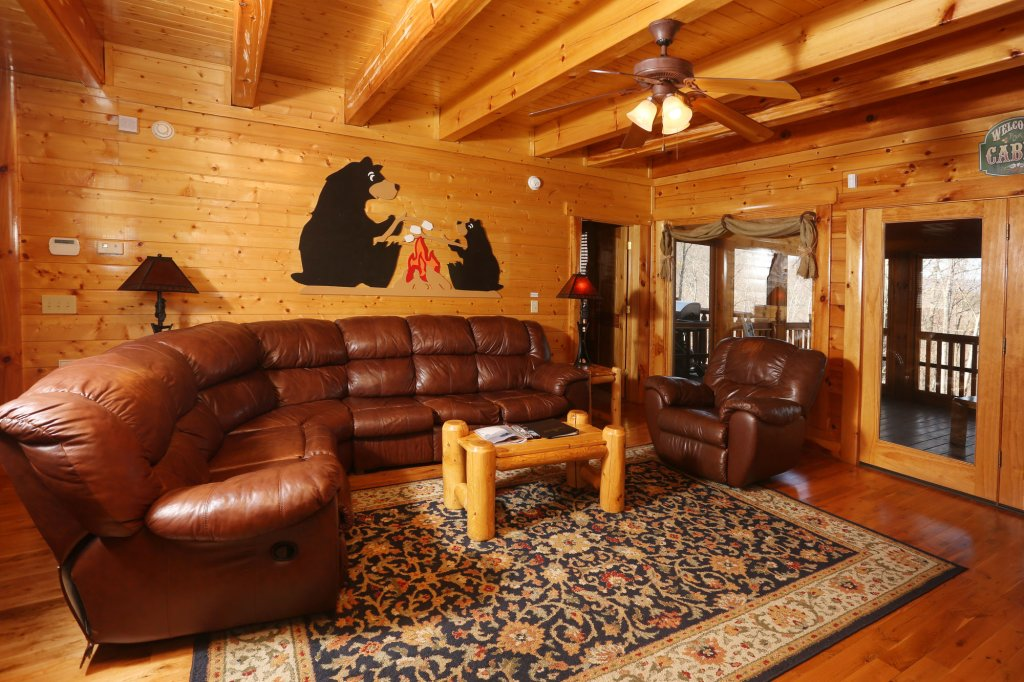 Photo of a Pigeon Forge Cabin named Estate Of Relaxation - This is the seventeenth photo in the set.