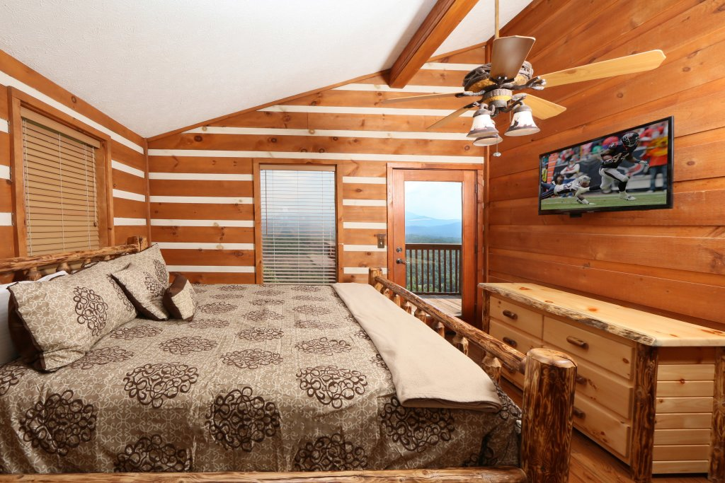 Photo of a Pigeon Forge Cabin named Smoky View Top Shelf - This is the sixteenth photo in the set.