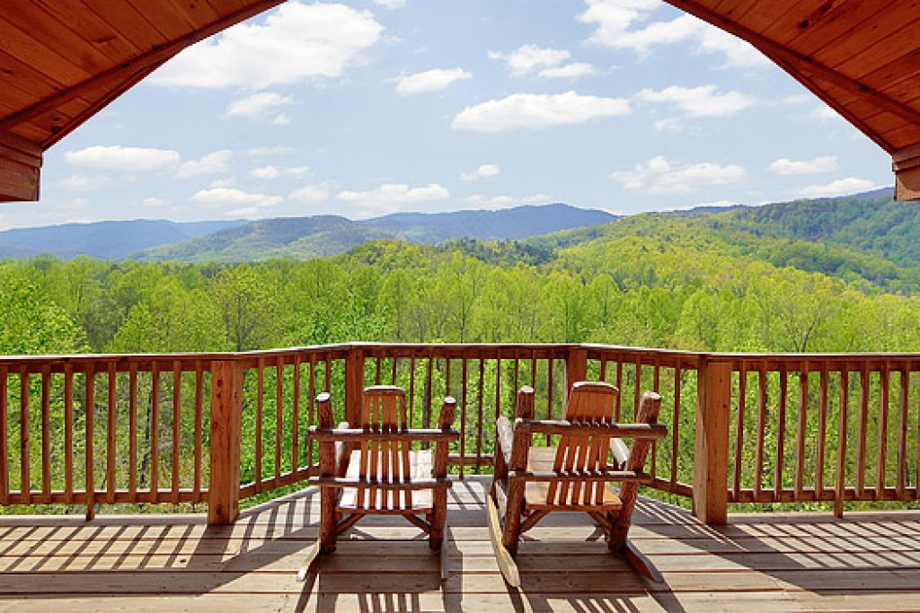 Photo of a Gatlinburg Cabin named Bear Den - This is the second photo in the set.