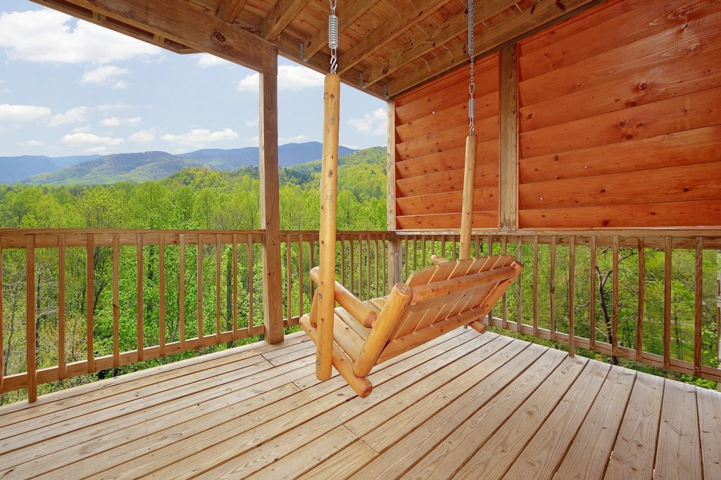 Photo of a Gatlinburg Cabin named Bear Den - This is the third photo in the set.