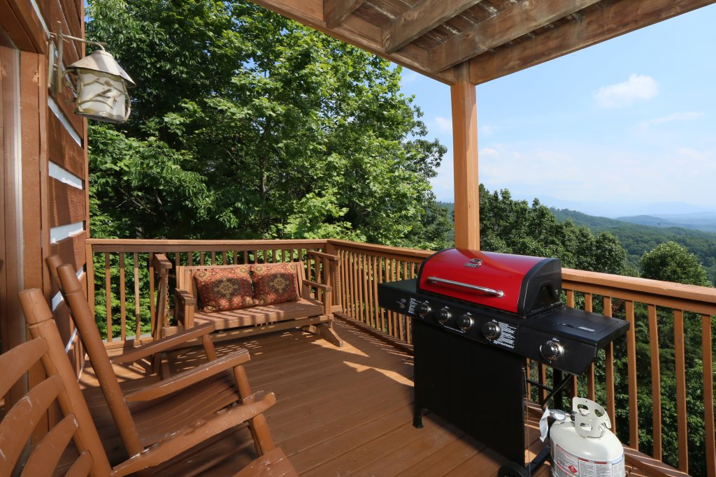 Photo of a Pigeon Forge Cabin named Smoky View Top Shelf - This is the eighth photo in the set.