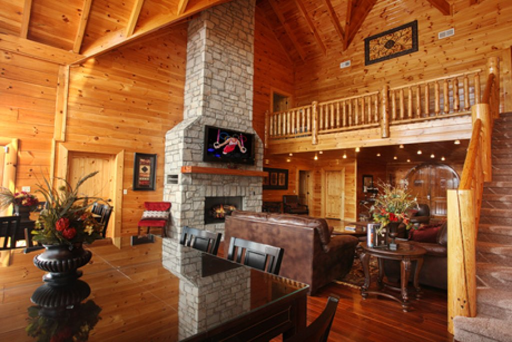 Photo of a Sevierville Cabin named Serenity Mountain Pool Lodge - This is the thirty-fifth photo in the set.