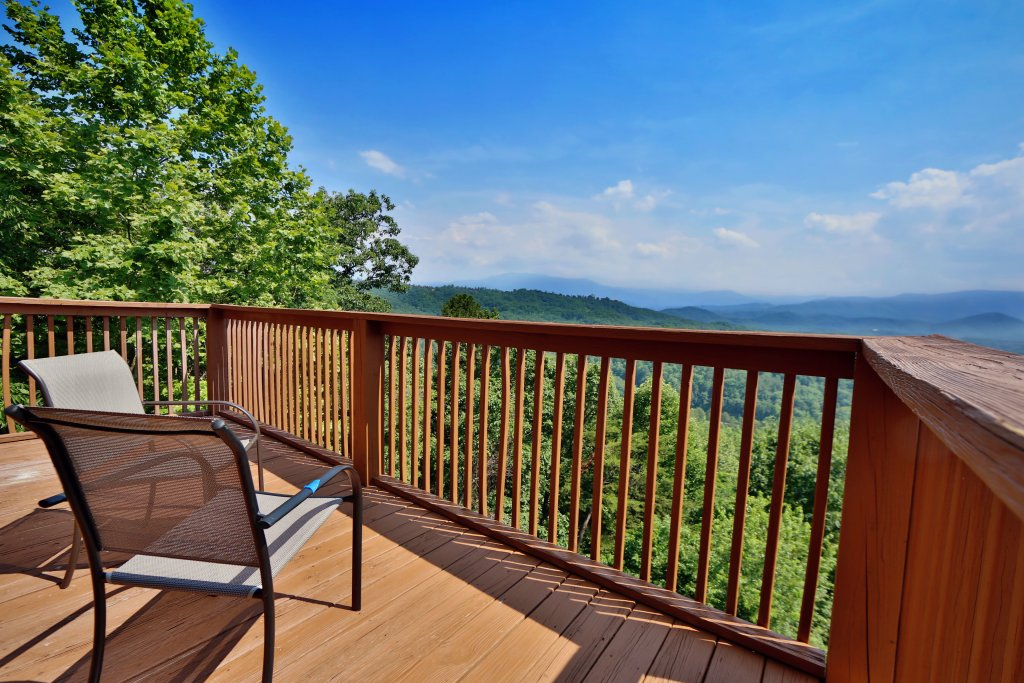 Photo of a Pigeon Forge Cabin named Smoky View Top Shelf - This is the sixth photo in the set.