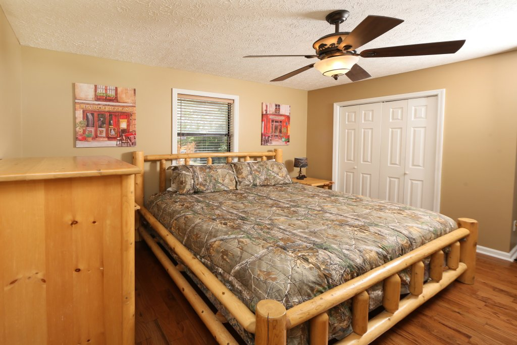Photo of a Pigeon Forge Cabin named Smoky View Top Shelf - This is the twentieth photo in the set.
