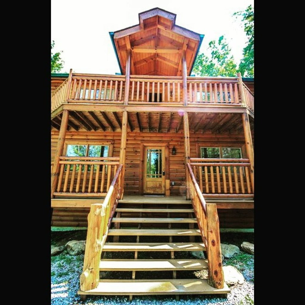 Photo of a Gatlinburg Cabin named Cherokee Pool Lodge - This is the twenty-eighth photo in the set.