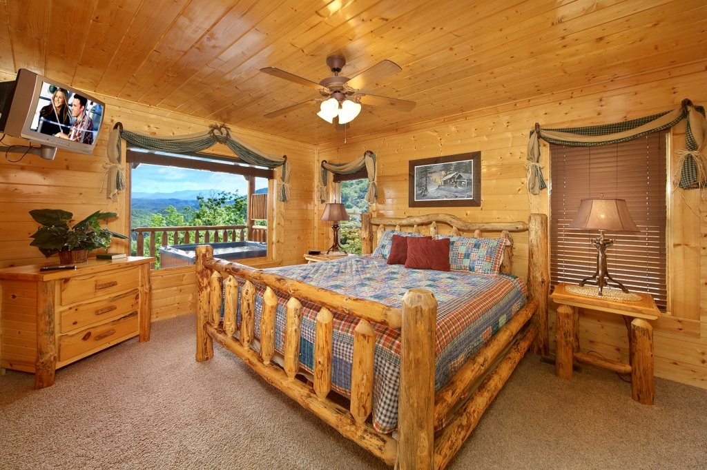 Photo of a Pigeon Forge Cabin named Ridgetop Retreat (#50) - This is the thirty-second photo in the set.