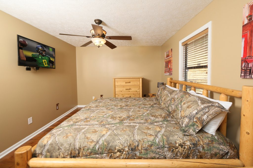 Photo of a Pigeon Forge Cabin named Smoky View Top Shelf - This is the twenty-first photo in the set.