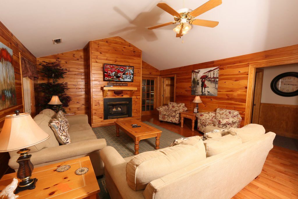 Photo of a Pigeon Forge Cabin named Walnut Grove (#2) - This is the sixth photo in the set.