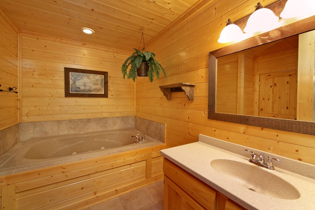 Photo of a Pigeon Forge Cabin named Ridgetop Retreat (#50) - This is the thirty-third photo in the set.