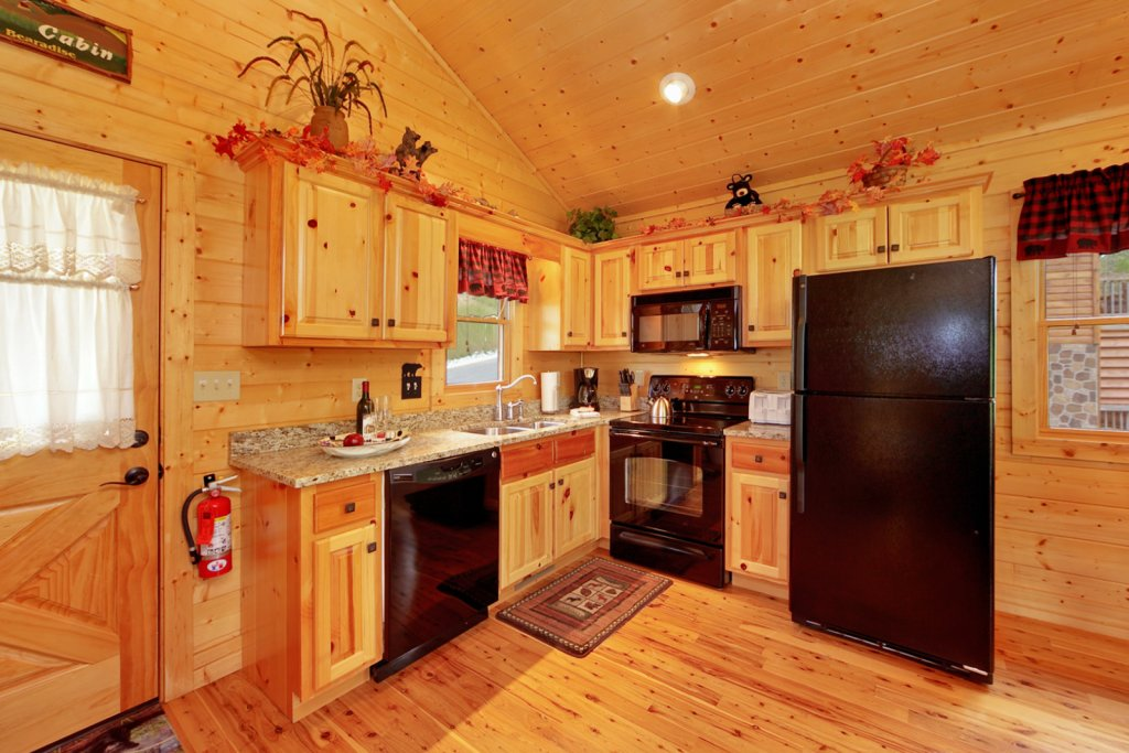 Photo of a Gatlinburg Cabin named Bear Den - This is the tenth photo in the set.