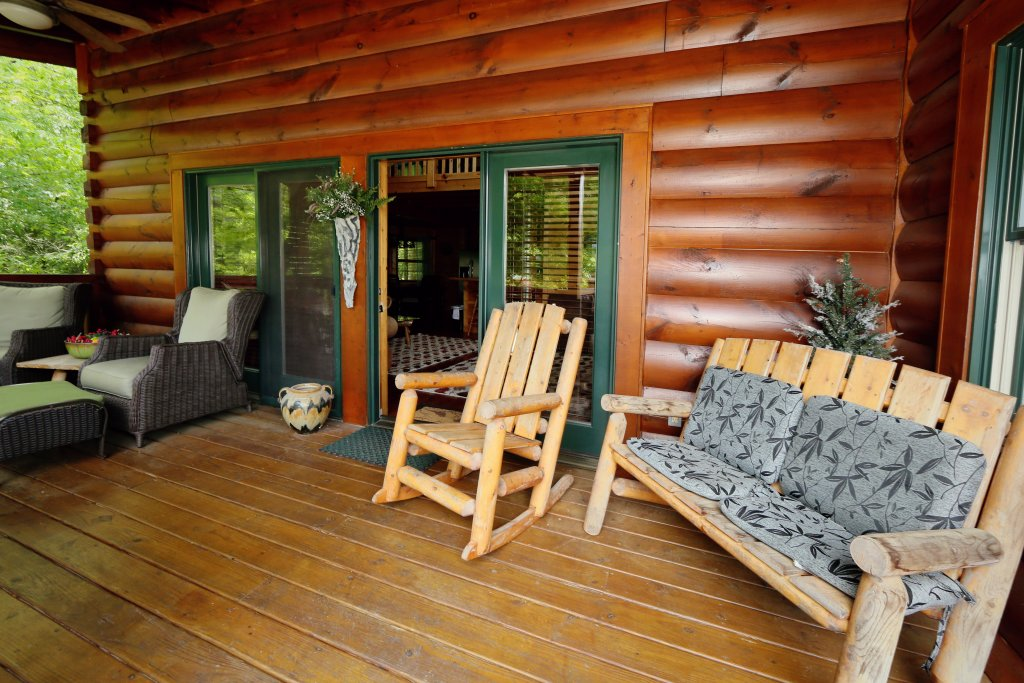 Photo of a Pigeon Forge Cabin named Southern Hospitality - This is the second photo in the set.