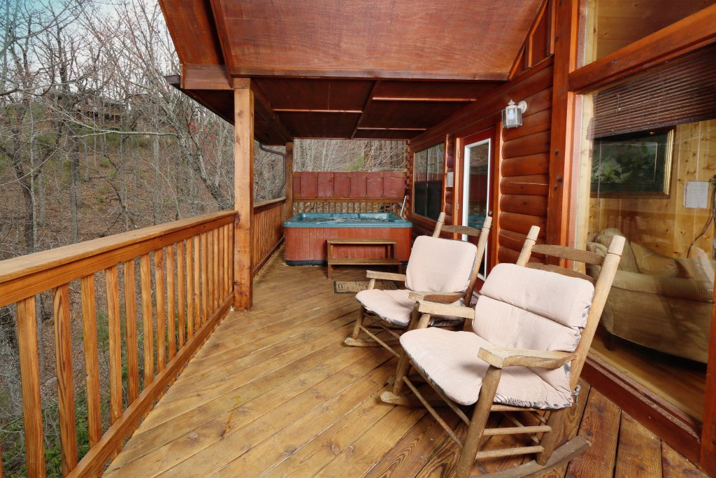 Photo of a Pigeon Forge Cabin named Drift Away - This is the fourth photo in the set.