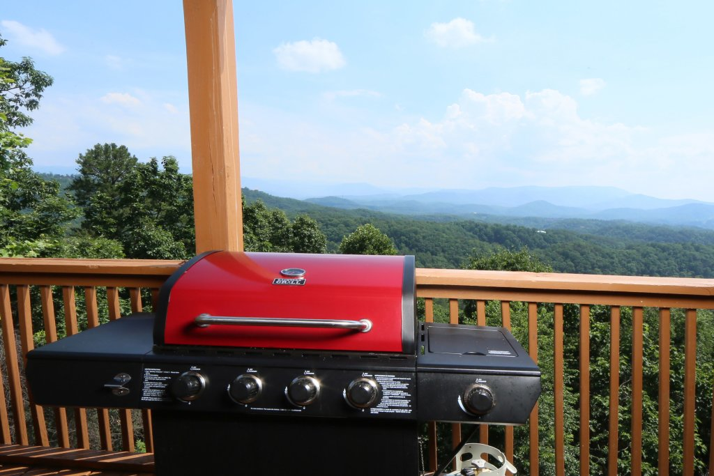 Photo of a Pigeon Forge Cabin named Smoky View Top Shelf - This is the seventh photo in the set.