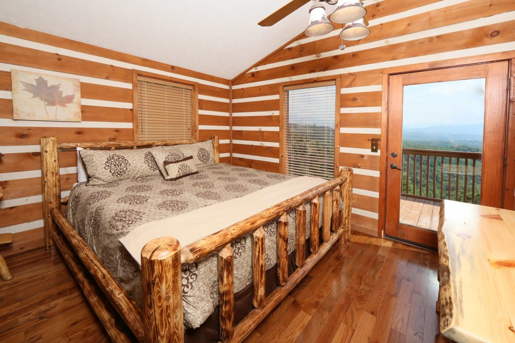 Photo of a Pigeon Forge Cabin named Smoky View Top Shelf - This is the fifteenth photo in the set.