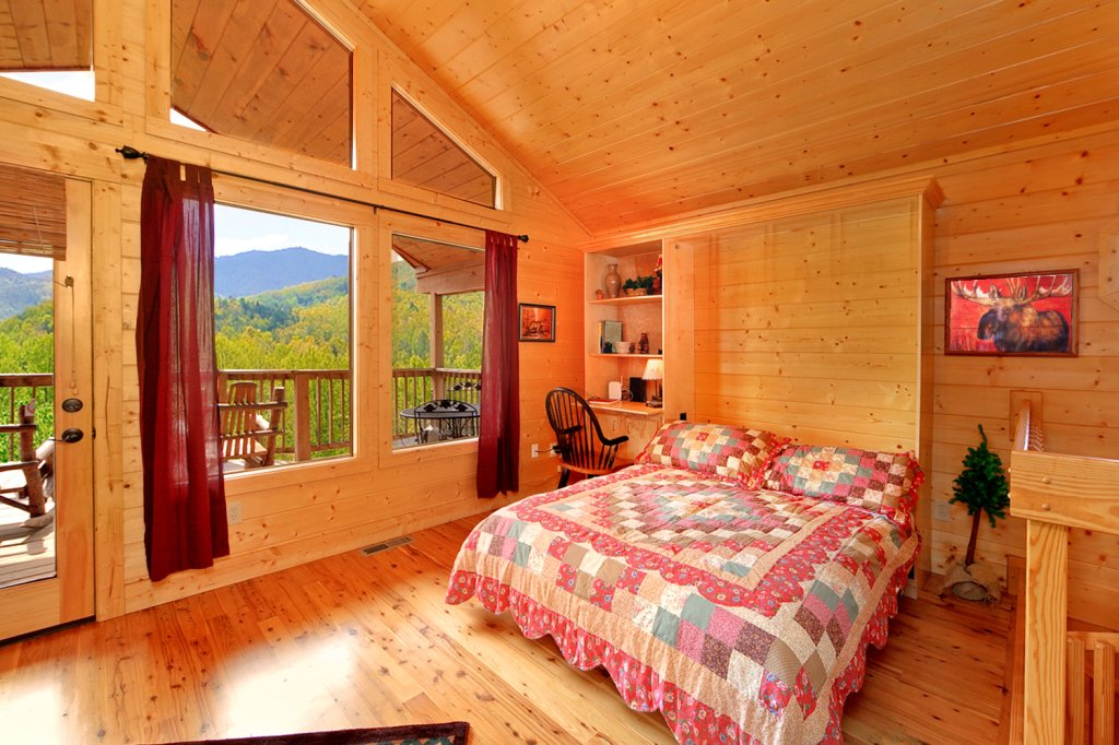 Photo of a Gatlinburg Cabin named Bear Den - This is the thirteenth photo in the set.