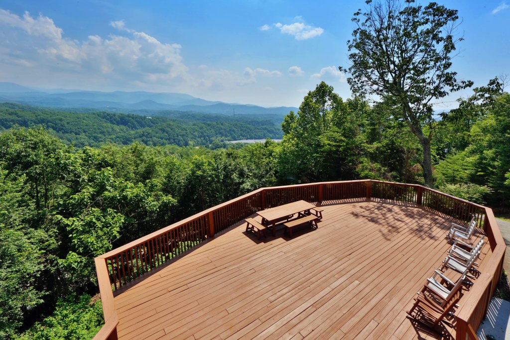 Photo of a Pigeon Forge Cabin named Smoky View Top Shelf - This is the third photo in the set.