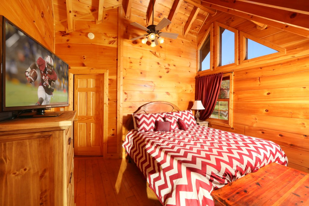 Photo of a Pigeon Forge Cabin named Southern Hospitality - This is the fourteenth photo in the set.