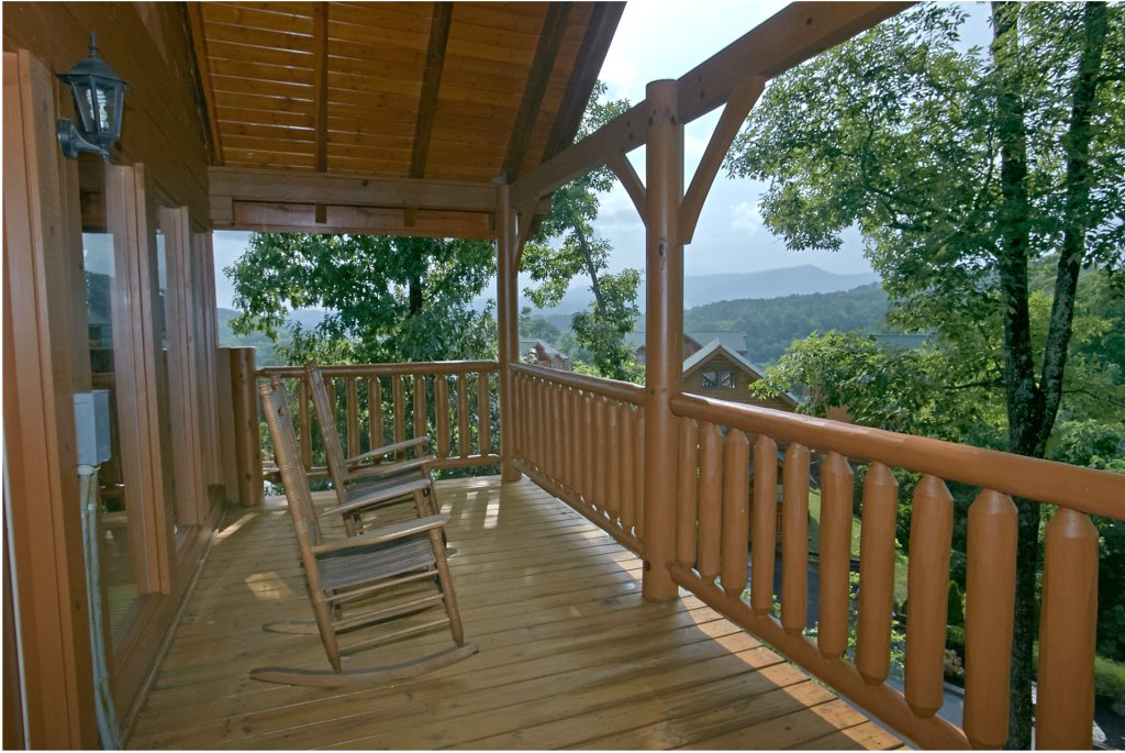 Photo of a Pigeon Forge Cabin named Sweet Retreat - This is the first photo in the set.